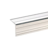2 m Adam Hall 6110 Aluminium-Kantenschutz 33 x 33 mm mit Nietenkopfrille